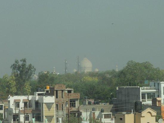 Radisson Blu Agra Taj East Gate: PArtial view of Taj from the room.