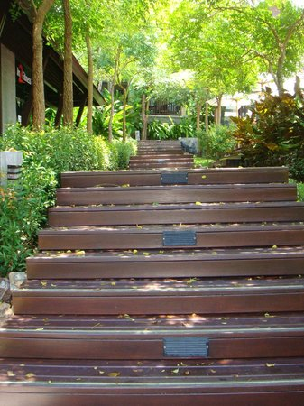 Nora Buri Resort & Spa: Stairs near gym