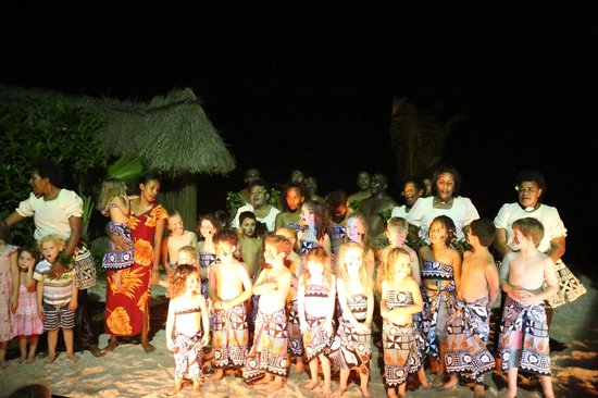 Castaway Island Fiji: staffs mixing with guests