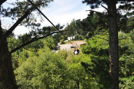 Le Parc Aventure Oihana : Une des grande tyrolienne du parcours...