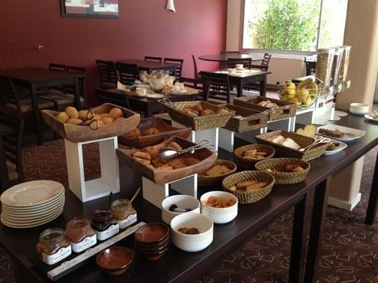 Hotel du Golf de Saint Laurent : petit déjeuner
