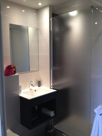 Hotel du Golf de Saint Laurent : salle de bains