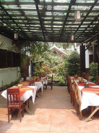 Phousi Guesthouse: Courtyard II