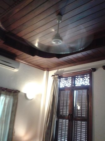Phousi Guesthouse: Beautiful Wood Ceiling