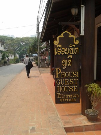 Phousi Guesthouse: Sign