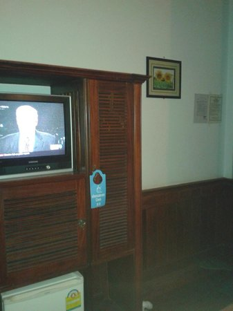 Phousi Guesthouse: TV