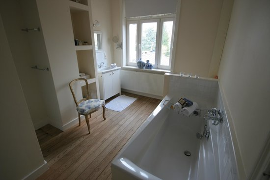 My B and B : Bathroom with lovely view of garden