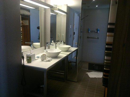 Aloft Brussels Schuman Hotel: Baño