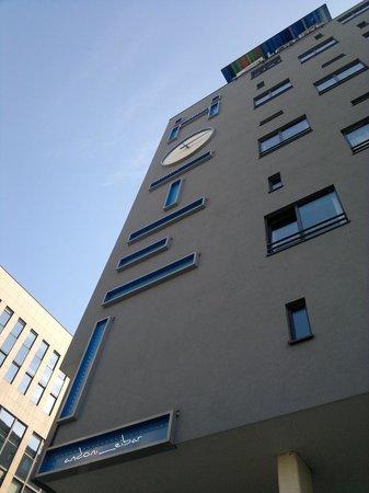 Aloft Brussels Schuman Hotel: Frente hotel