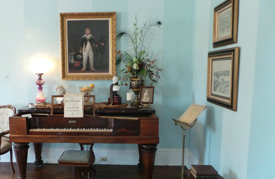 Wisteria Hall : Parlor 1