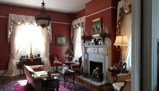 Wisteria Hall : Parlor 2