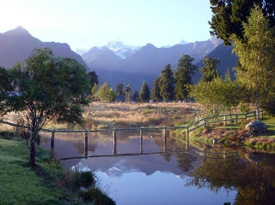 Fox Glacier Mountainview Bed and Breakfast: Own mirror pond