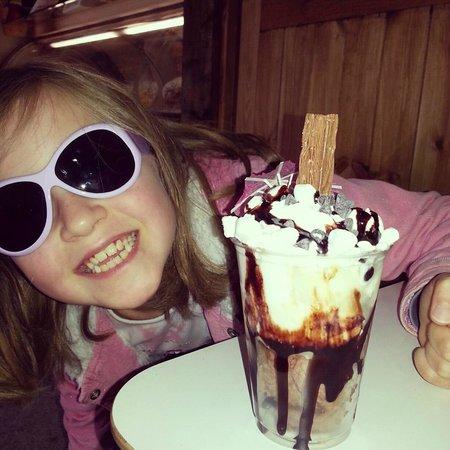 Marshfield Farm Ice Cream: Excited by sundae