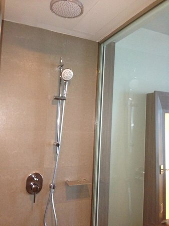 Novotel Bangkok Platinum Pratunam: Shower area