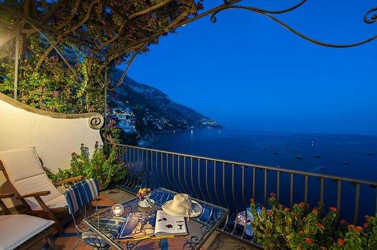Hotel Miramare : night see view
