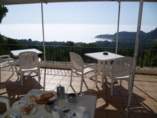 Hostal Sa Barraca : Desayuno con niebla