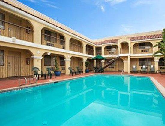 Econo Lodge Inn & Suites El Cajon San Diego East: Pool
