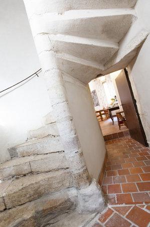 Hôtel Athanor : Escalier déservant des chambres confort