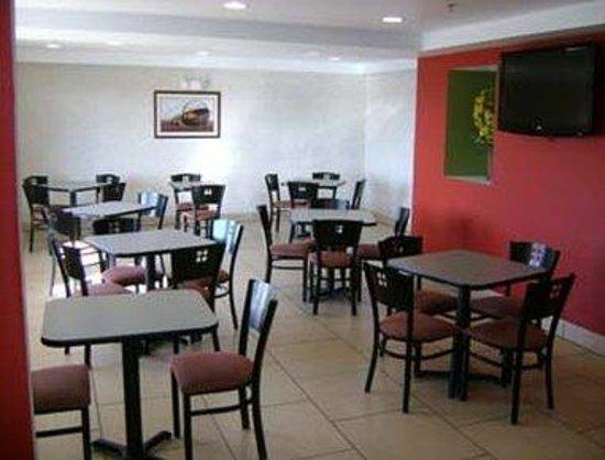 Super 8 Fort Wayne: Breakfast Area