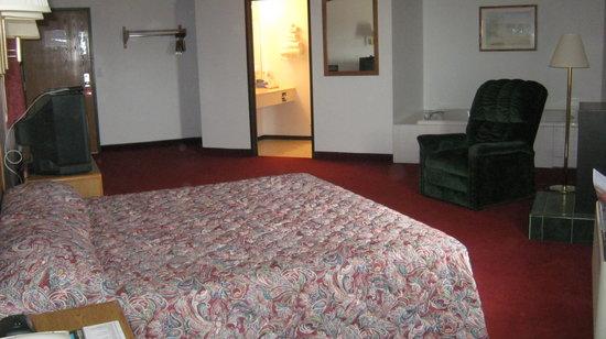 Americas Best Value Inn & Suites: King Suite