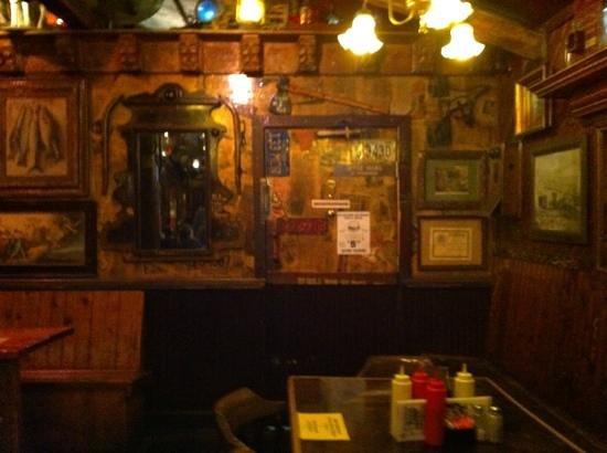 Dark Horse Bar: coin de la salle