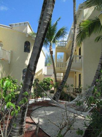 Sunrise Beach Clubs and Villas: Giardino interno