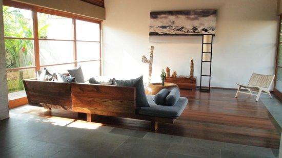 Luwak Ubud Villas: 客廳很大