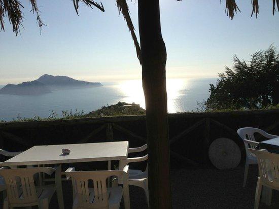 Agriturismo La Lobra: Blick Richtung Capri
