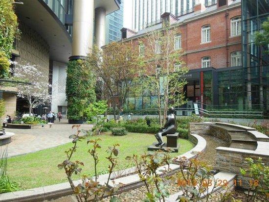 庭から見た建物 - Picture of Mitsubishi Ichigokan Museum, Chiyoda - TripAdvisor