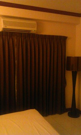 Inn House : Кондиционер очень шумный