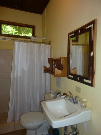 Hotel Mamiri: Bathroom