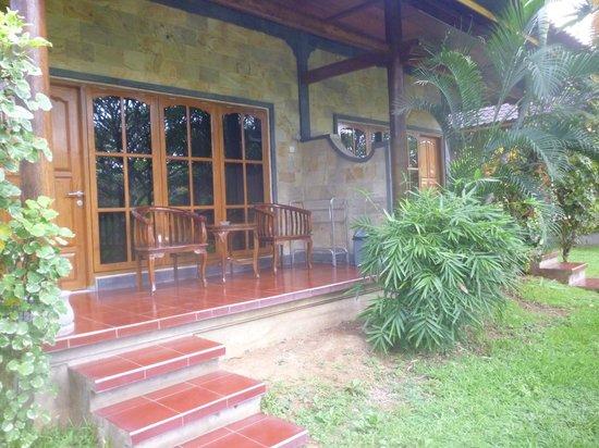 Bayu Mantra Bungalows: Bungalow entrance