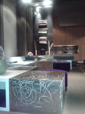 AC Hotel Torino: La Hall dell'hotel