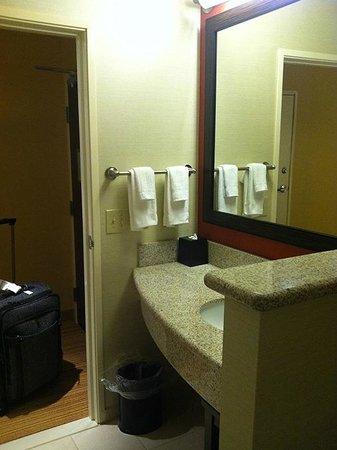 Courtyard Lexington Keeneland/Airport: Bathroom