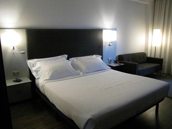 AC Hotel Torino: Il lettone della ns stanza la n. 302