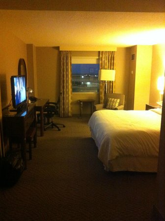 Sheraton Metairie New Orleans: king bedroom