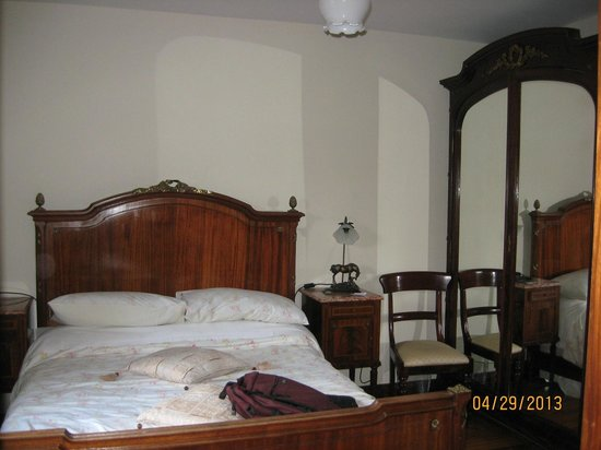 Old Castle House: Comfortable bed