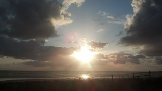 Pacific Beach Resort & Conference Center: another sunset
