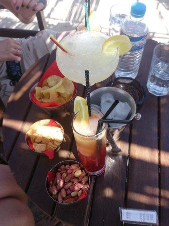 Hotel Queen Olga : Beach party