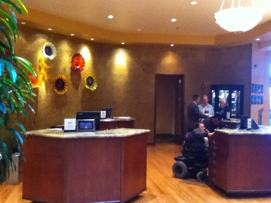 Embassy Suites by Hilton Northwest Arkansas: Akward Front Lobby