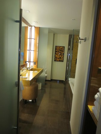 JW Marriott Marquis Miami: Bathroom