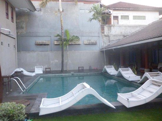 Kayun Hostel : Swimming Pool