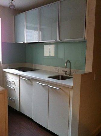 Wyndham Midtown 45: kitchen