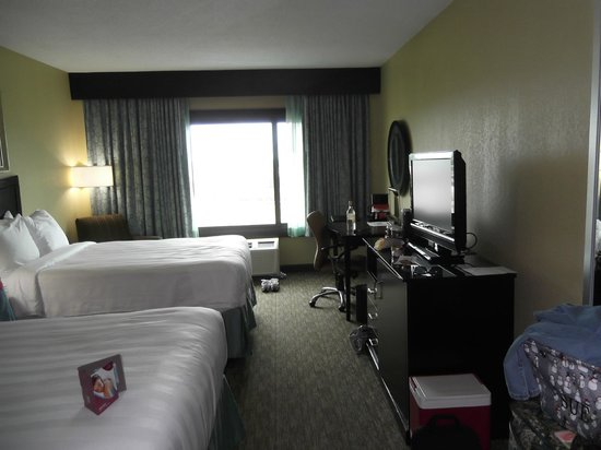 Crowne Plaza Memphis Downtown: View of room
