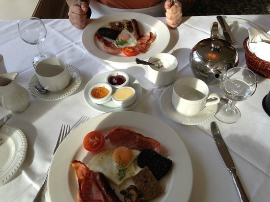 Loch Lein Country House: The very tasty Full Irish Breakfast