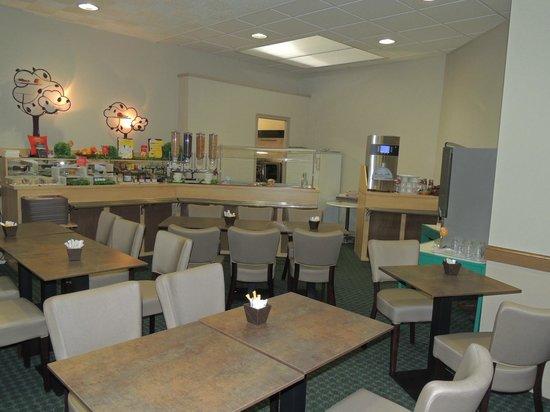 ibis Alençon: Salle petit déjeuner