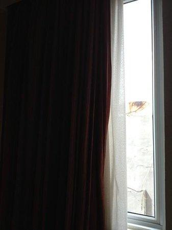 Mercure Batam: small window facing back area no nice scenery