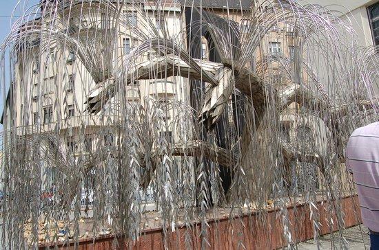 Grande synagogue de Budapest : L'albero della vita, un salice piangente