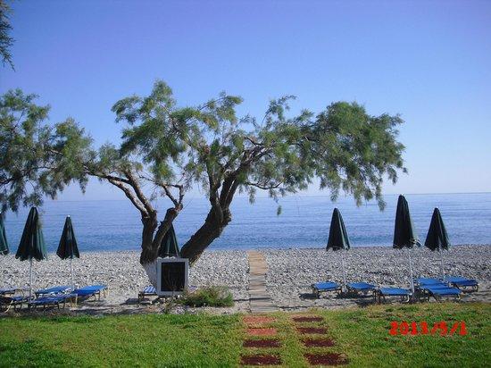 Maleme, Grèce : Vägen ner till stranden
