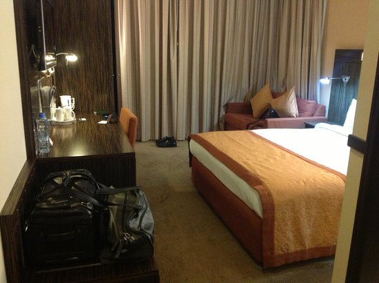 Holiday Inn Express Dubai Jumeirah: The rooms were basic but had modern amenities